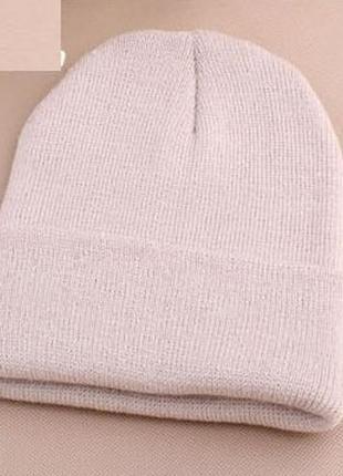 Простая бежевая шапка 2006