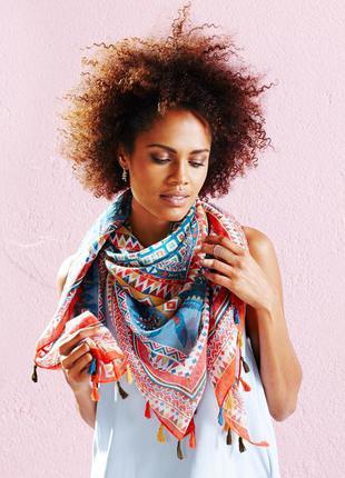 Шаль-платок в этно стиле с кисточками tcm tchibo