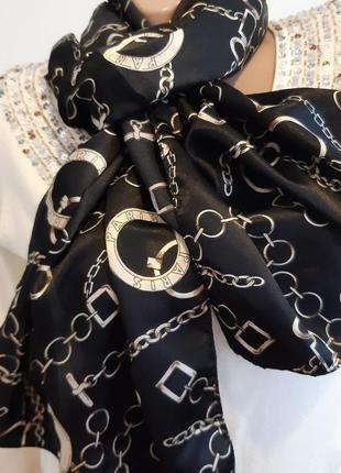 Стильный платочек с цепями