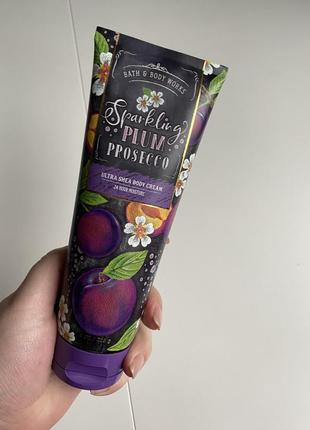 Парфюмированный лосьон крем для тела bath and body works sparkling plum prosecco