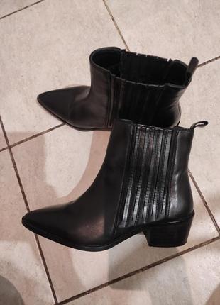 Кожаные ботинки reserved казаки челси