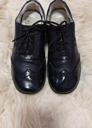Закрытые туфли на шнурках