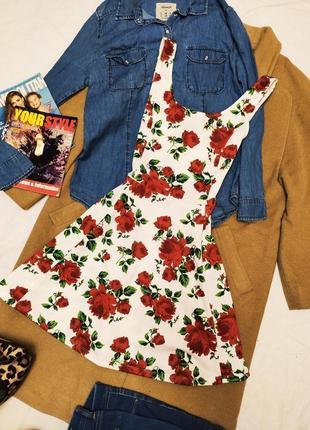 Платье белое в цветочный принт красные цветы h&m