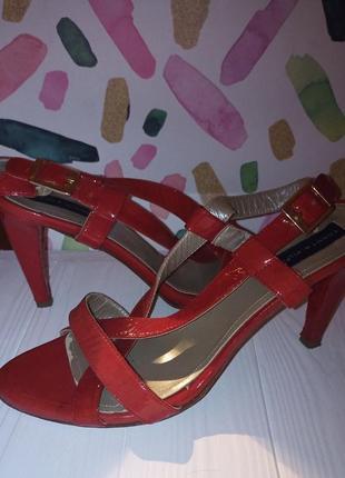 Красные босоножки на каблуке tommy hilfiger p.37