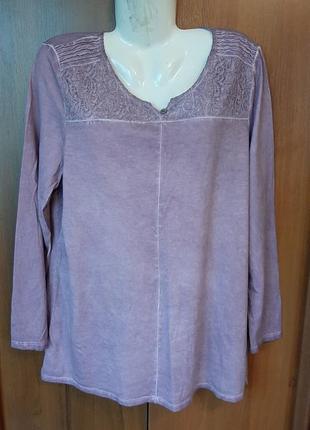 Сиреневая блузка размера 52-54.
