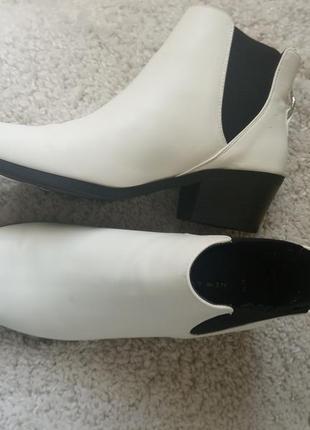 Ботинки белые модельные 39р.
