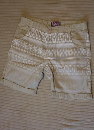 Оригинальные бежевые х/б шорты с белым принтом lee cooper англия m.