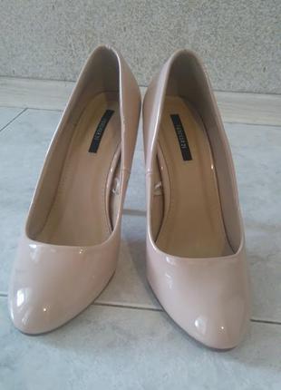 Красивые бежевые туфельки forever21
