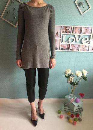 Актуальная удлиненная кофта джемпер в модный рубчик расклешенная снизу с длинным рукавом