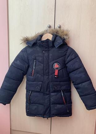 Очень тёплая классная зимняя фирменная куртка на мальчика 6-8 лет