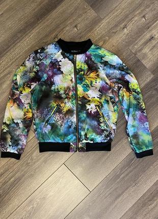 Бомбер куртка на молнии с карманами