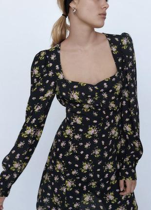 Красивое платье в цветы от zara