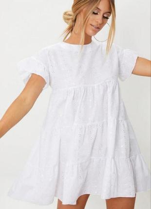 Белое платье prettylittlething