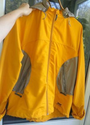 Стилтьная водонепроницаемая куртка на осень