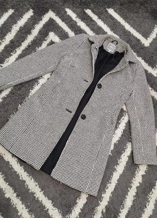 Элегантное пальто (шерсть) etam