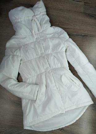 Демисезонная белая куртка only, с высоким воротником на холодную осень