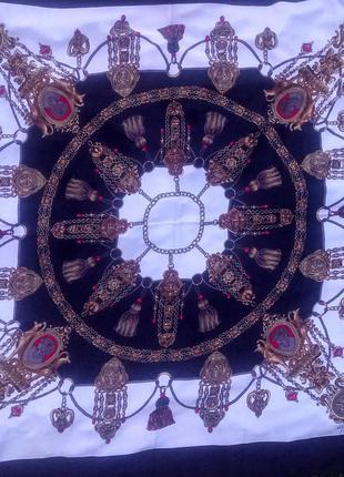 Прекрасный большей шелковый шарф hermes.оригинал