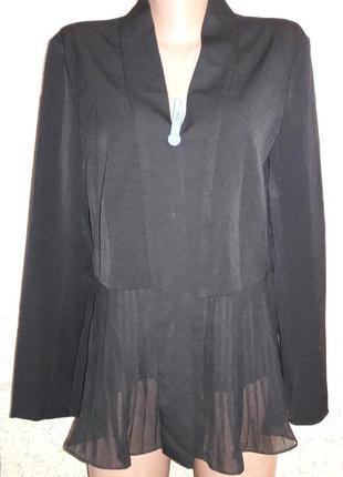 Накидка с шифоновым низом плиссе и карманами с внутренней стороны