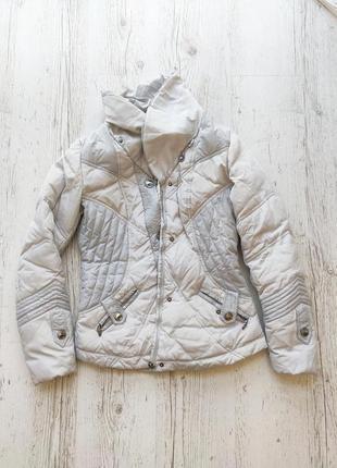 Стильная куртка на пуху