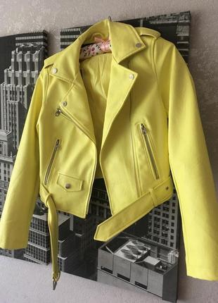 Кожанка кожаная куртка косуха желтая жёлтая лимонная с поясом