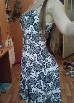 Милое платье в принт