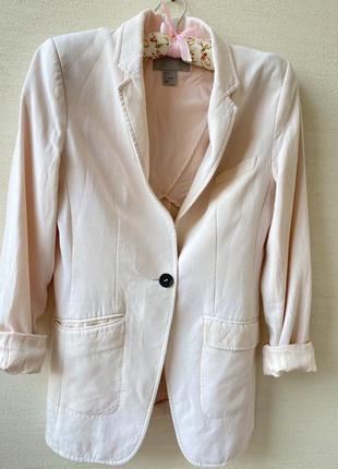 Модный удлинённый пиджак