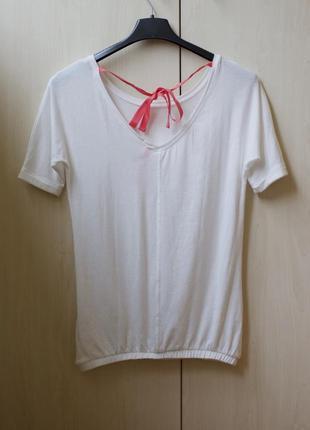 Белая кофточка футболка bershka с милой ленточкой по спинке