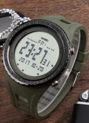 Водостойкие мужские часы