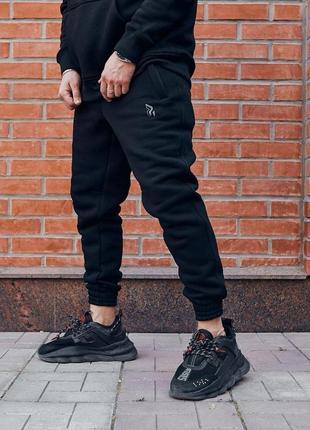Теплые cпортивные штаны пушка огонь черные