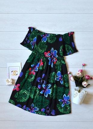 Чудове плаття в квіти, відкриті плечі