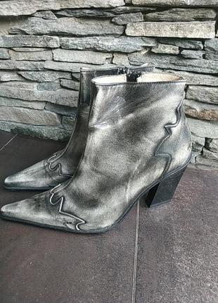 Казаки кожа ботинки каблук широкий