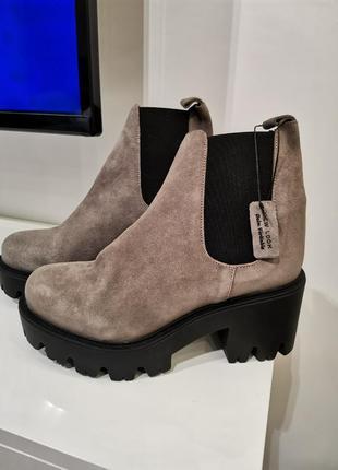Продам женские замшевые ботинки new look