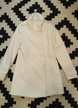 Отличное белое пальто zara рфзмер s