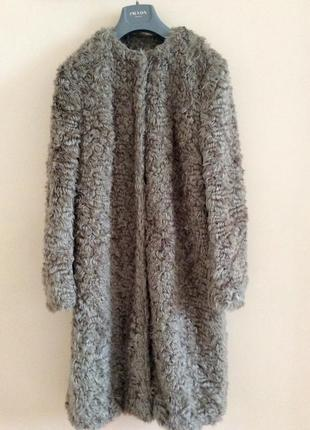Великолепная тёплая шубка( меховое пальто)  . max mara