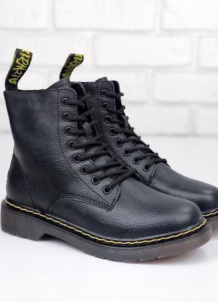 Черные зимние ботинки мартенсы из натуральной кожи