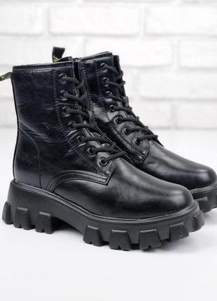 Стильные зимние ботинки в черном и бежевом цветах