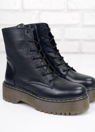 Черные демисезонные ботинки мартенсы из натуральной кожи