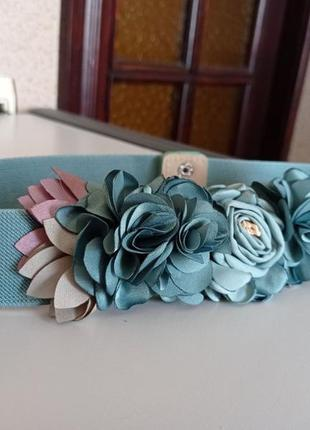 Прекрасный ремень с цветами.