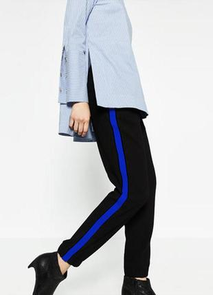 Новые чёрные штаны на резинке с лампасами jennyfer
