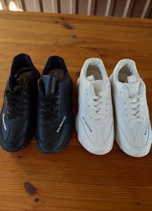 Кроссовки в состоянии новых белые и черные на 38 размер