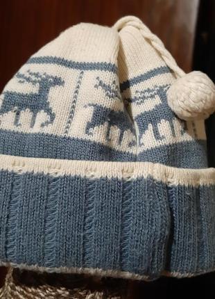 Зимняя шапка с оленями и балабонами