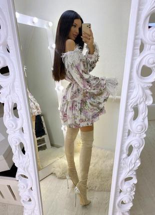 Красивое женское платье с французким кружевом