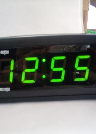 Часы электронные от сети 220 в с термометром 818 зеленые цифры