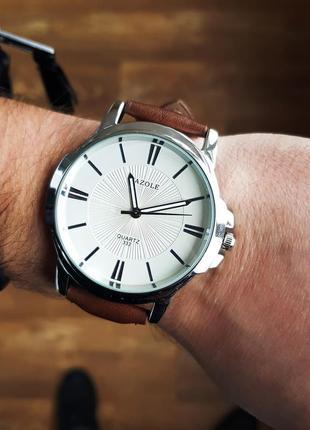 Коричневые классические мужские часы