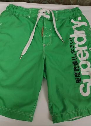 Яркие пляжные шорты superdry