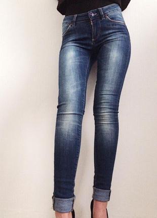 Качественные джинсы скинни с завышенной талией