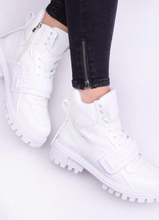 Стильные белые ботинки  (334223)