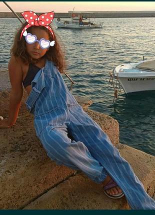 Стильный джинсовый комбинезон zara. размер 134