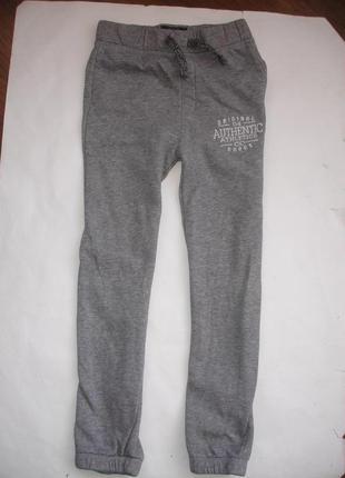 Фирменные tu теплые спортивные штаны мальчику 8 лет в идеале хлопок