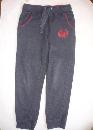 Фирменные спортивные штаны теплые мальчику 7-9 лет отличные